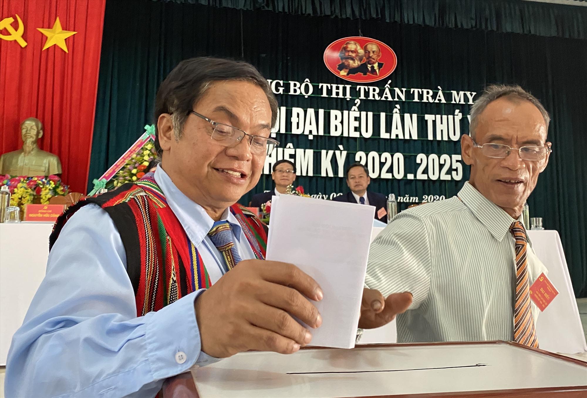Đảng bộ thị trấn Trà My được Ban Thường vụ Huyện ủy Bắc Trà My chọn tổ chức đại hội trước để rút kinh nghiệm đại hội cấp xã trên địa bàn.Ảnh: TRÀ MY