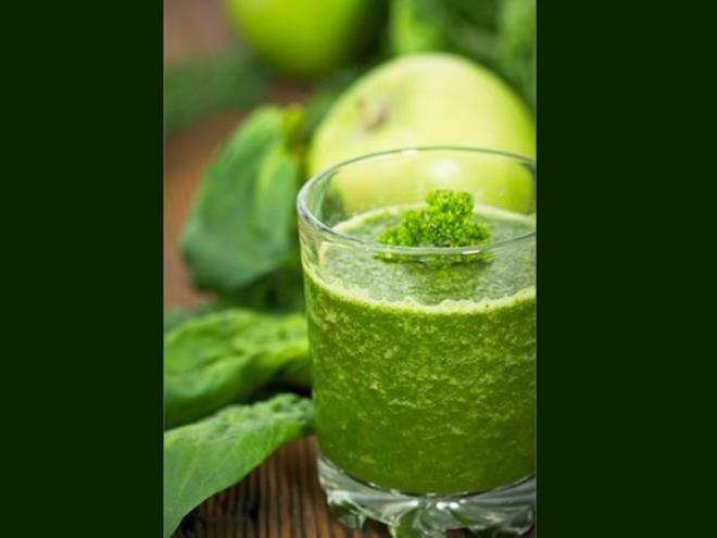 Rau bina: Phần lớn các loại rau lá xanh đều rất tốt khi sử dụng vào mùa hè. Tiêu thụ loại rau này giúp cho cơ thể bạn luôn đủ nước và ngăn ngừa tình trạng tăng cân.