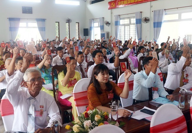 Đại biểu dự đại hội biểu quyết thông qua nhiều chỉ tiêu quan trọng trong nhiệm kỳ đến.