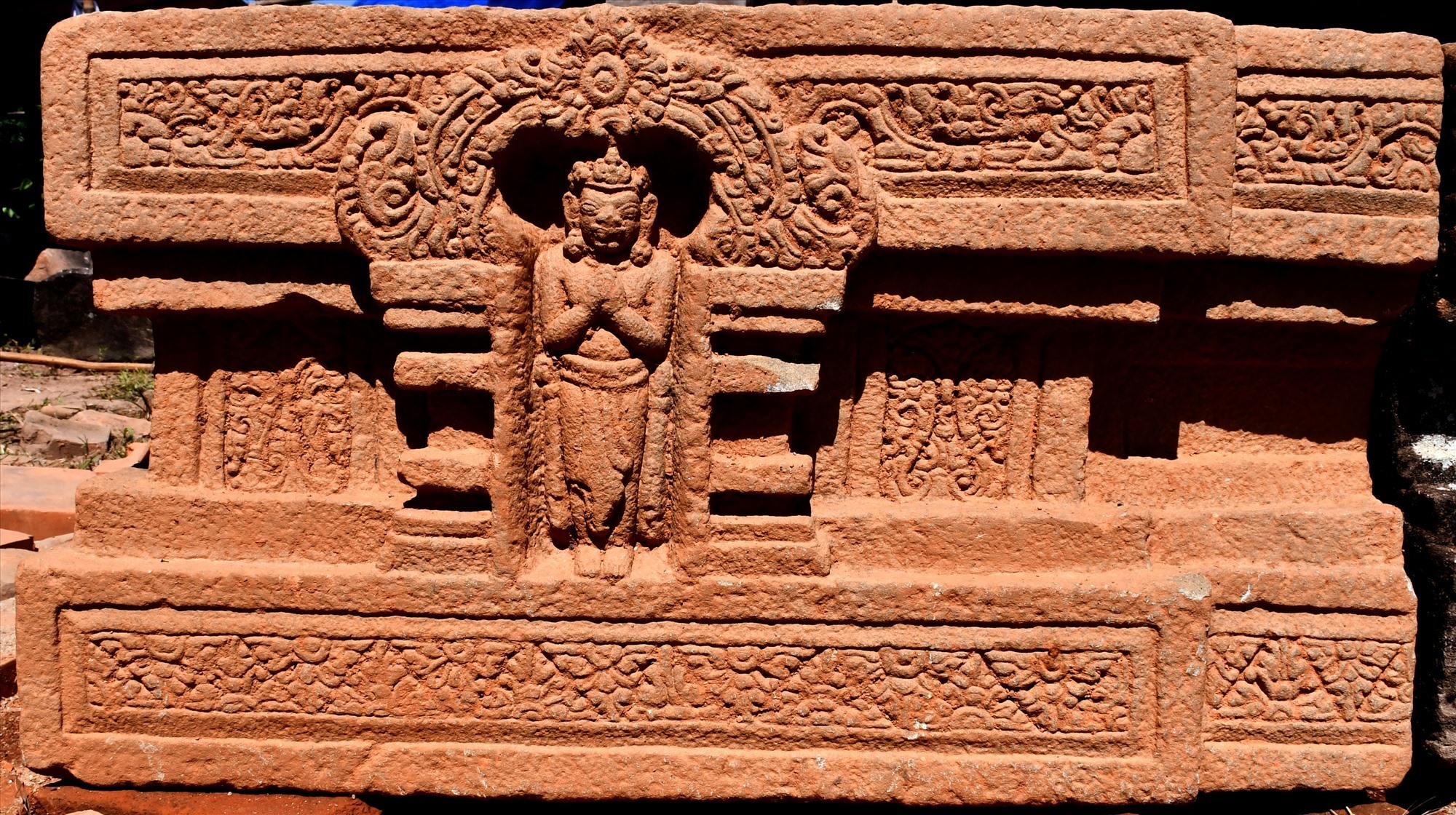Decorative motifs of the altar at temple A10