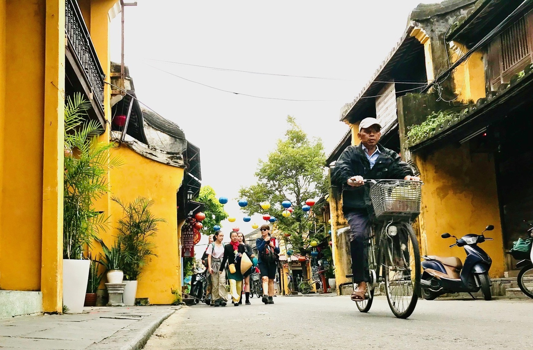 Visitors to Hoi An (Quang Nam province)
