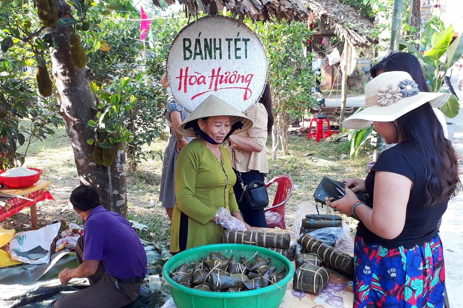 Lễ hội hoa sưa trở thành sản phẩm du lịch đặc trưng của phường Hòa Hương nói riêng, Tam Kỳ nói chung. Ảnh: X.P