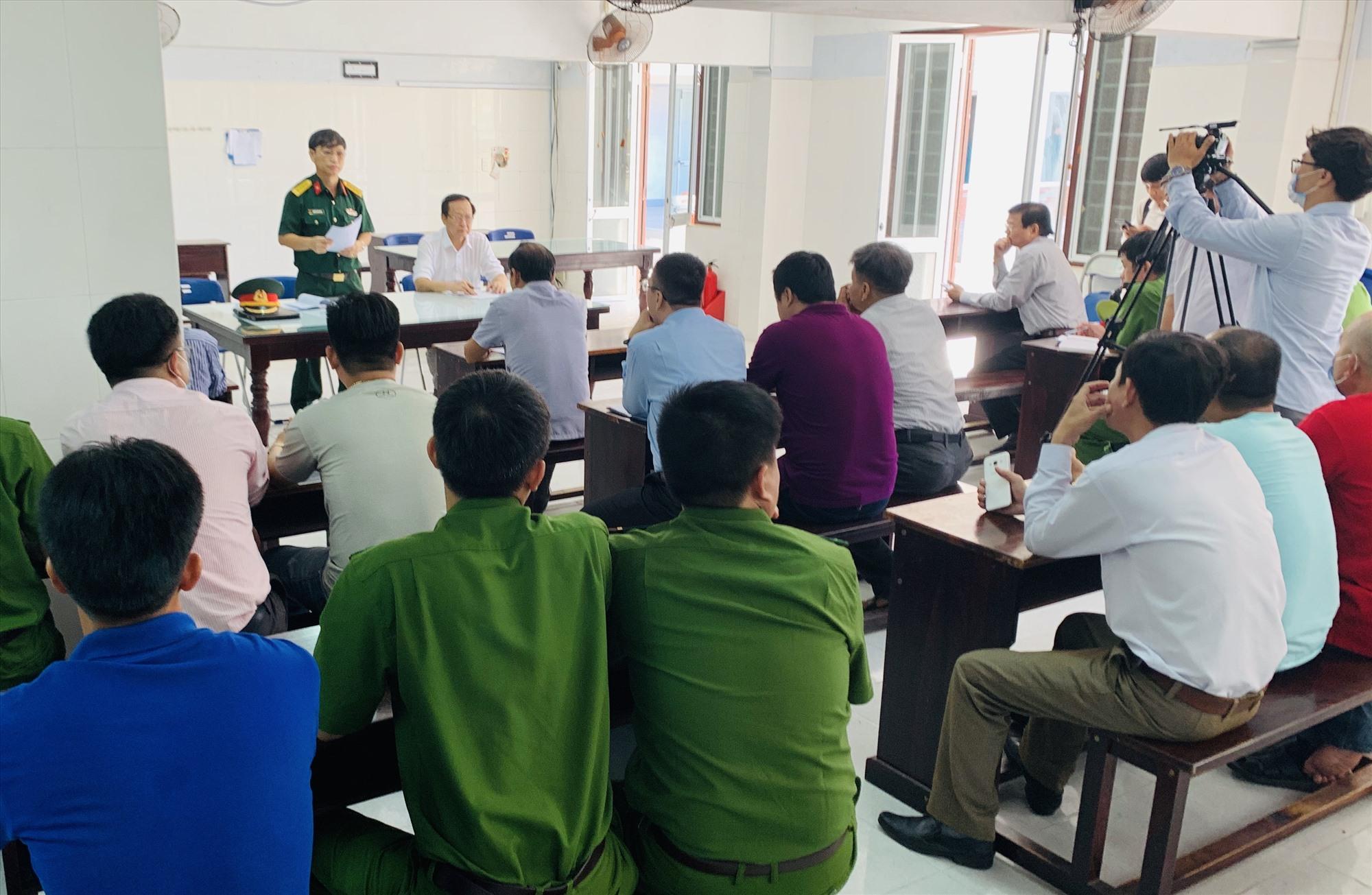 Đại tá Nguyễn Hữu Nghĩa - Phó Chỉ huy trưởng Bộ Chỉ huy Quân sự tỉnh cho biết, công dân cách ly tại Trường Trung cấp cảnh sát nhân dân V sẽ được phục vụ tốt nhất, an toàn nhất. Ảnh: PHAN VINH