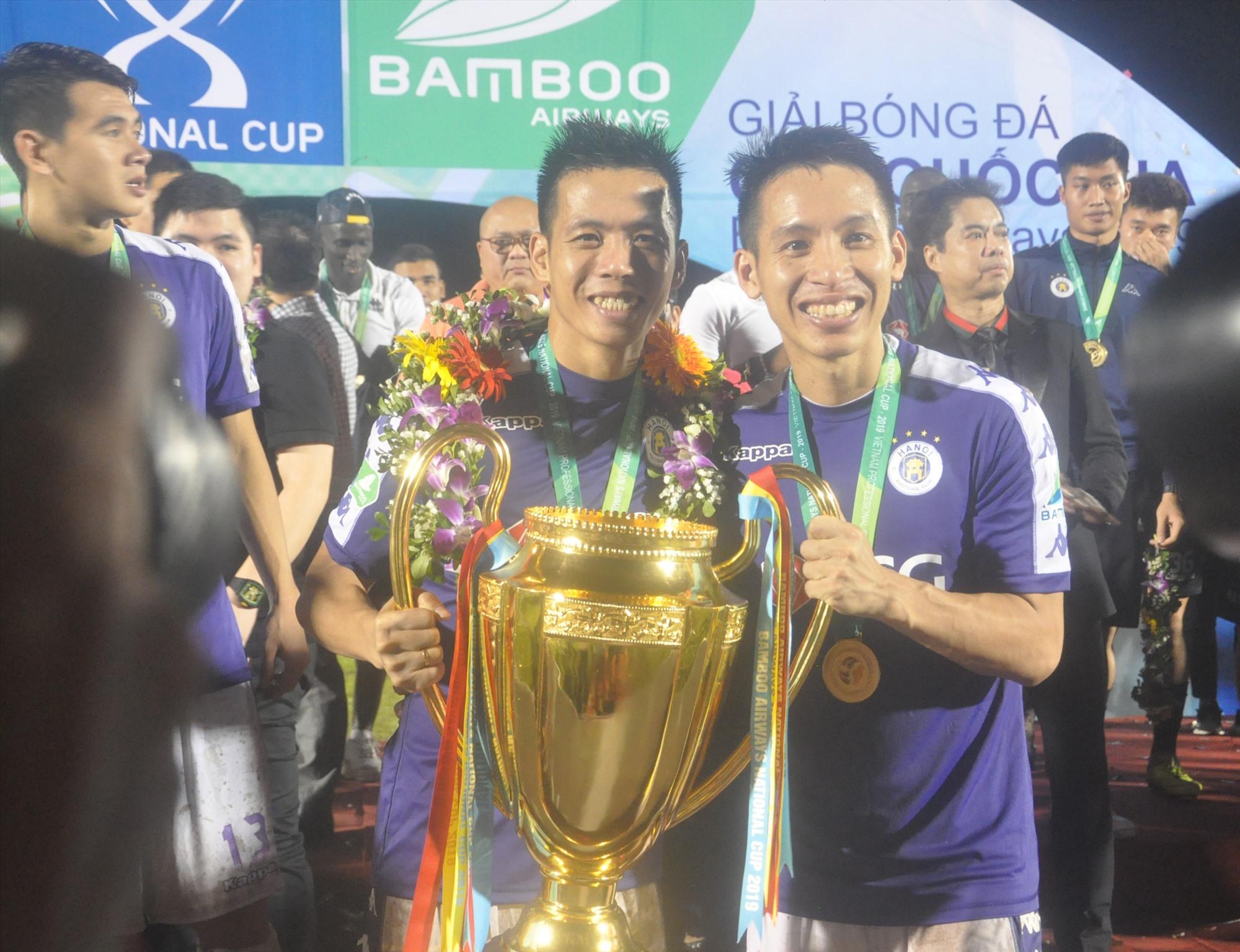 Nhiều người chờ xem Quả bóng vàng Việt Nam 2019 Đỗ Hùng Dũng (bên phải) cùng đương kim vô địch Hà Nội thể hiện ra sao trong trận ra mắt Cúp quốc gia 2020.Ảnh: A.S
