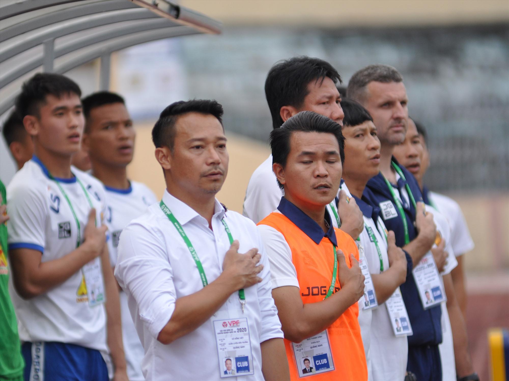 HLV Vũ Hồng Việt có nhiệm vụ phải giành chiến thắng ở Cúp quốc gia, vừa giữ quân cho trận đấu tại V-League cuối tuần tới. Ảnh: A.N