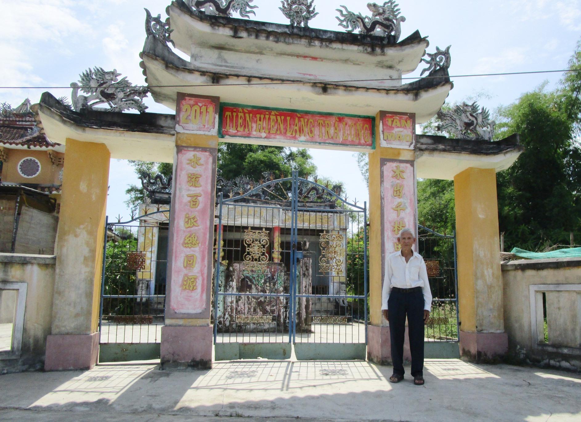 Nhà thờ tiền hiền làng Trà Long. Ảnh: PHÚ BÌNH