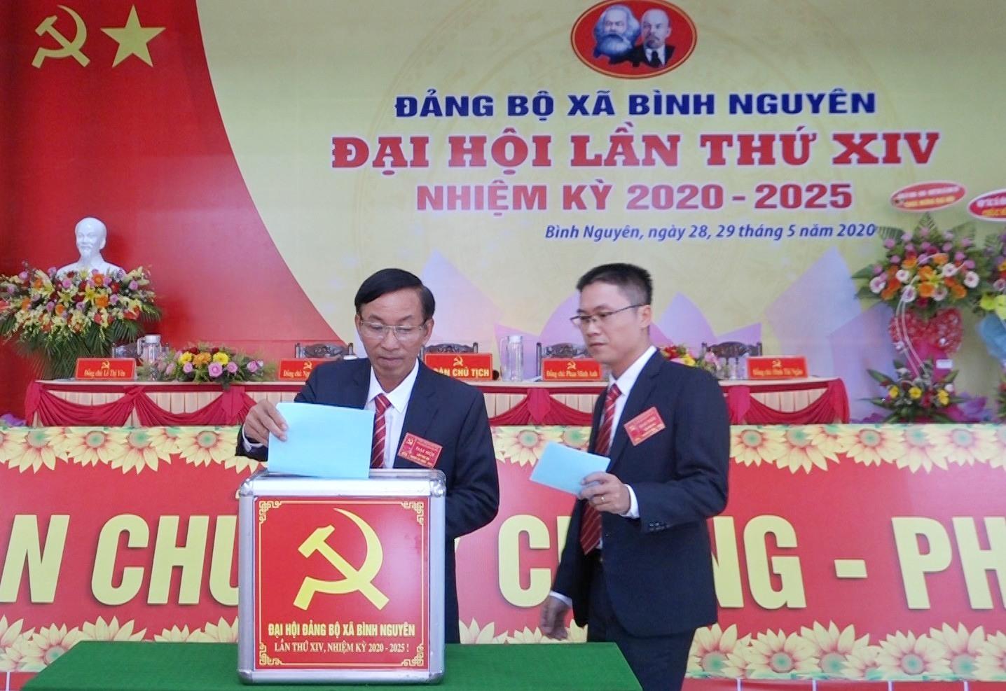 Các đại biểu bầu Ban Chấp hành xã Bình Nguyên lần thứ XIV, nhiệm kỳ 2020-2025