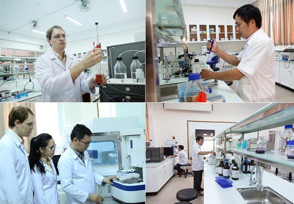 Phòng thí nghiệm Sinh học phân tử của ĐH Duy Tân được trang bị máy móc hiện đại phục vụ đắc lực cho công tác nghiên cứu khoa học -giảng dạy của nhà trường. Ảnh XL
