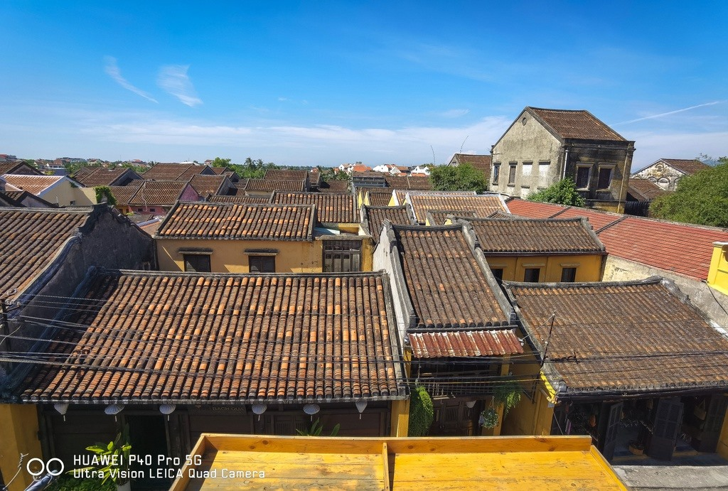 The brown colour of tile roofs which are in range makes the sense of peacefulness and relaxation.