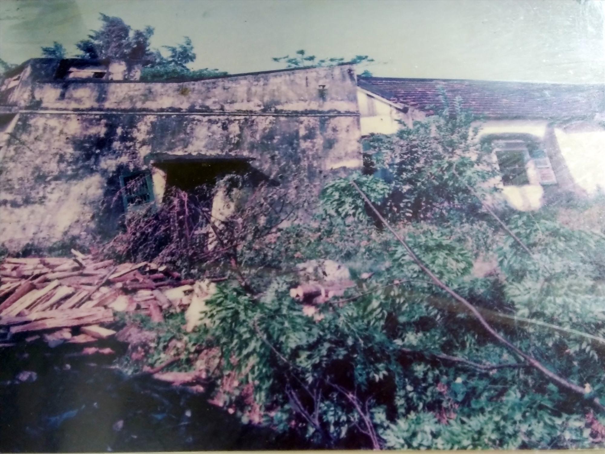 Nhà lao Hội An, nơi địch giam cầm, tra tấn chiến sĩ cách mạng (ảnh chụp lại).