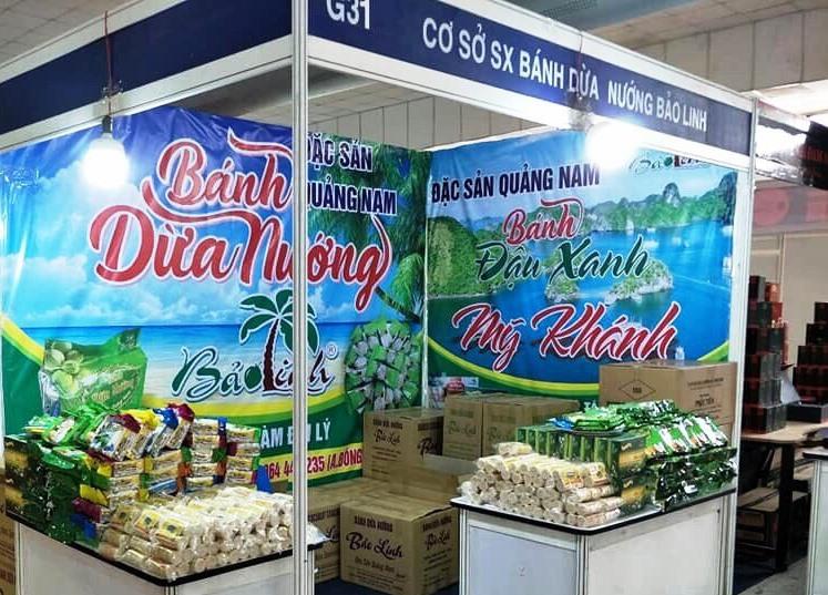 Sản phẩm bánh dừa nướng Bảo Linh có mặt tại các hội chợ trong và ngoài tỉnh. Ảnh: H.L