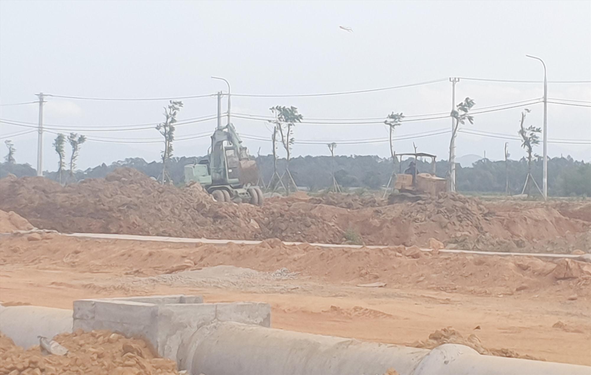 Một dự án khu dân cư, tái định cư ở phường An Phú (Tam Kỳ) chậm tiến độ do vướng mặt bằng. Ảnh: T.N
