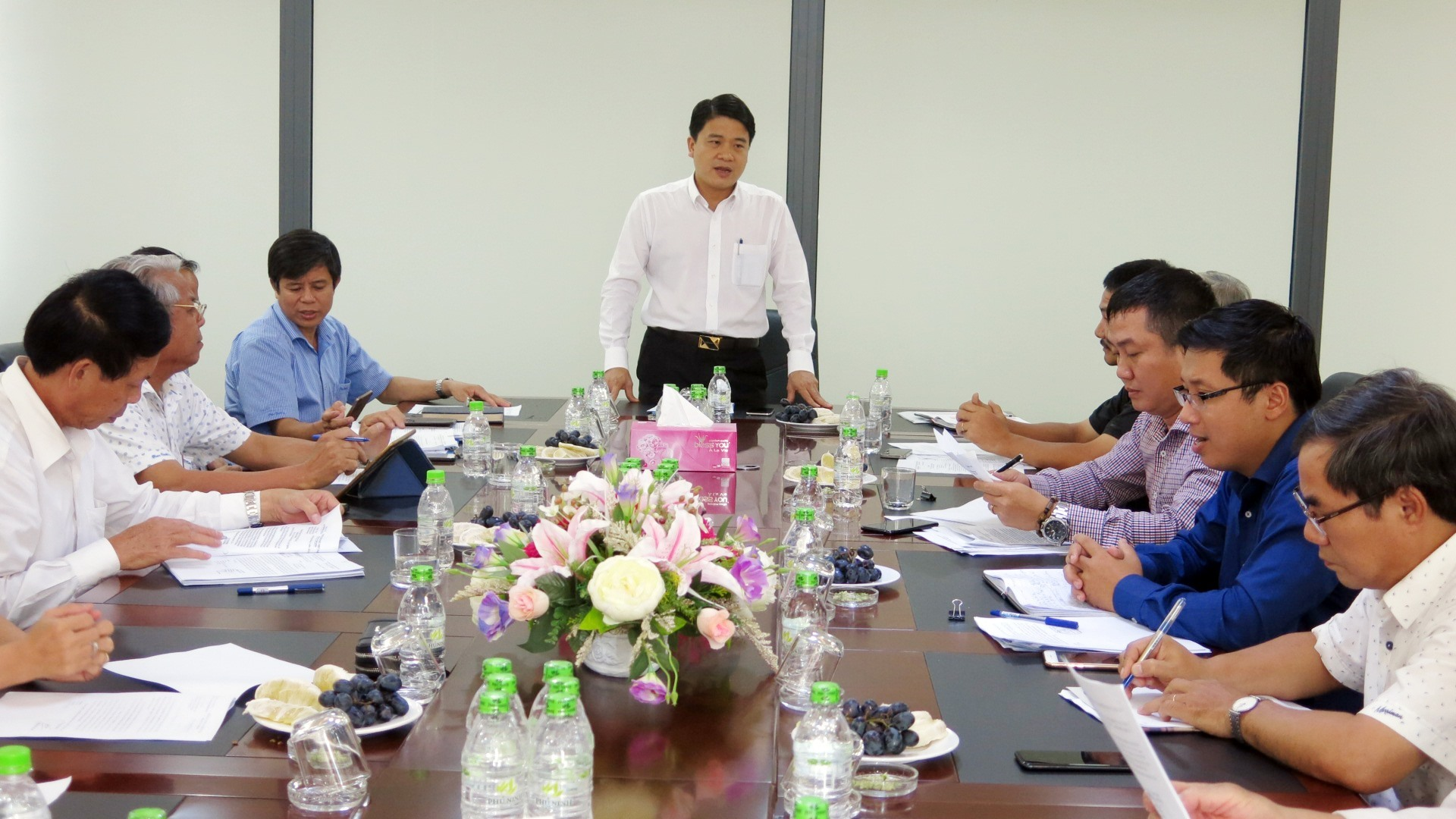 Quang Nam leaders' periodical meeting with businesses