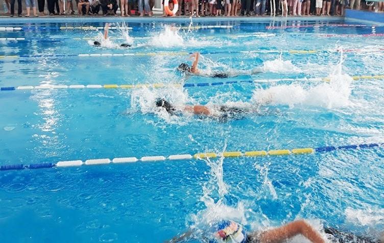 Việc tổ chức dạy bơi sẽ góp phần tăng cường đuối nước. Trong ảnh: Thi môn bơi lội trong khuôn khổ Hội khỏe Phù Đổng do ngành GD-ĐT tổ chức năm học 2019-2020. Ảnh: C.N