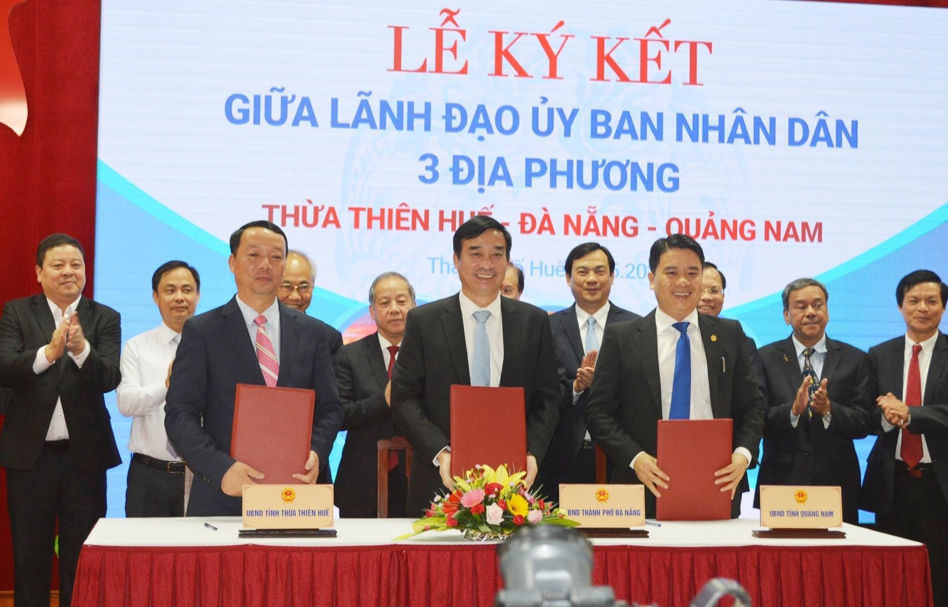 Signing ceremony between leaders of Quang Nam, Da Nang and Thua Thien Hue
