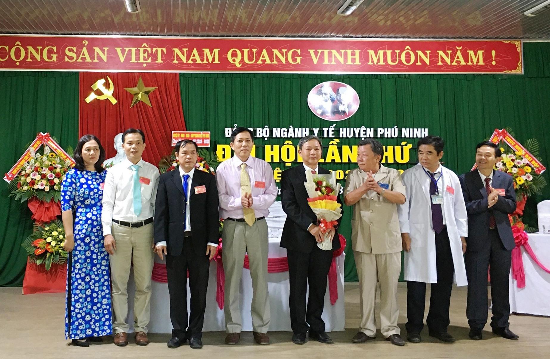 Ban Chấp hành Đảng bộ ngành Y tế huyện Phú Ninh khóa II (nhiệm kỳ 2020 - 2025) ra mắt đại hội. Ảnh: H.C