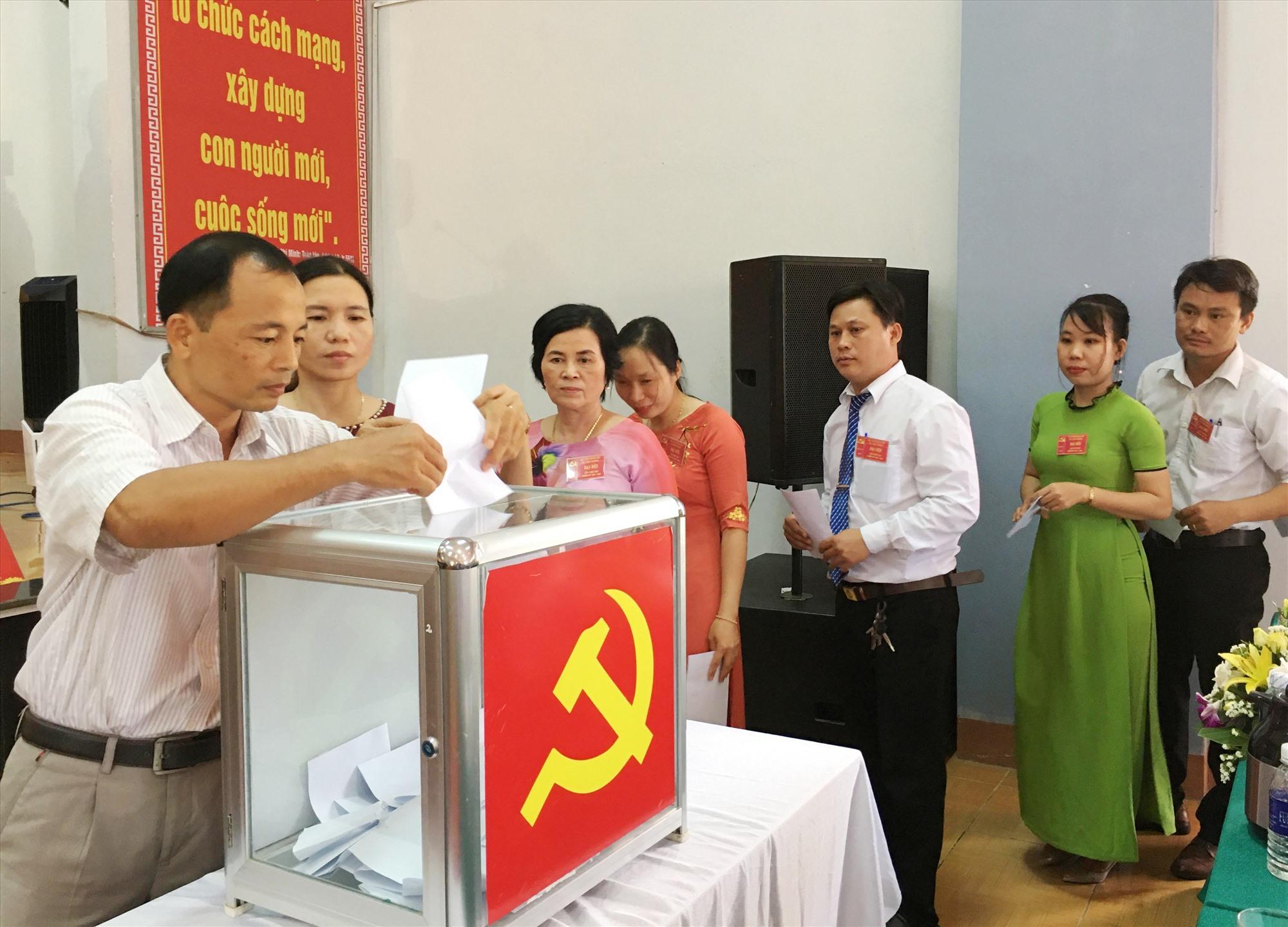 Đại hội đã bầu Ban Chấp hành Đảng bộ xã Tam Thành khóa XIV (nhiệm kỳ 2020 - 2025) gồm 15 đồng chí; ông Võ Văn Chơn tái đắc cử chức danh Bí thư Đảng ủy.
