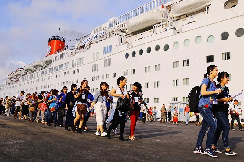 Khách du lịch quốc tế đến Đà Nẵng bằng tàu biển vào tháng 2 năm 2020. Ảnh VS