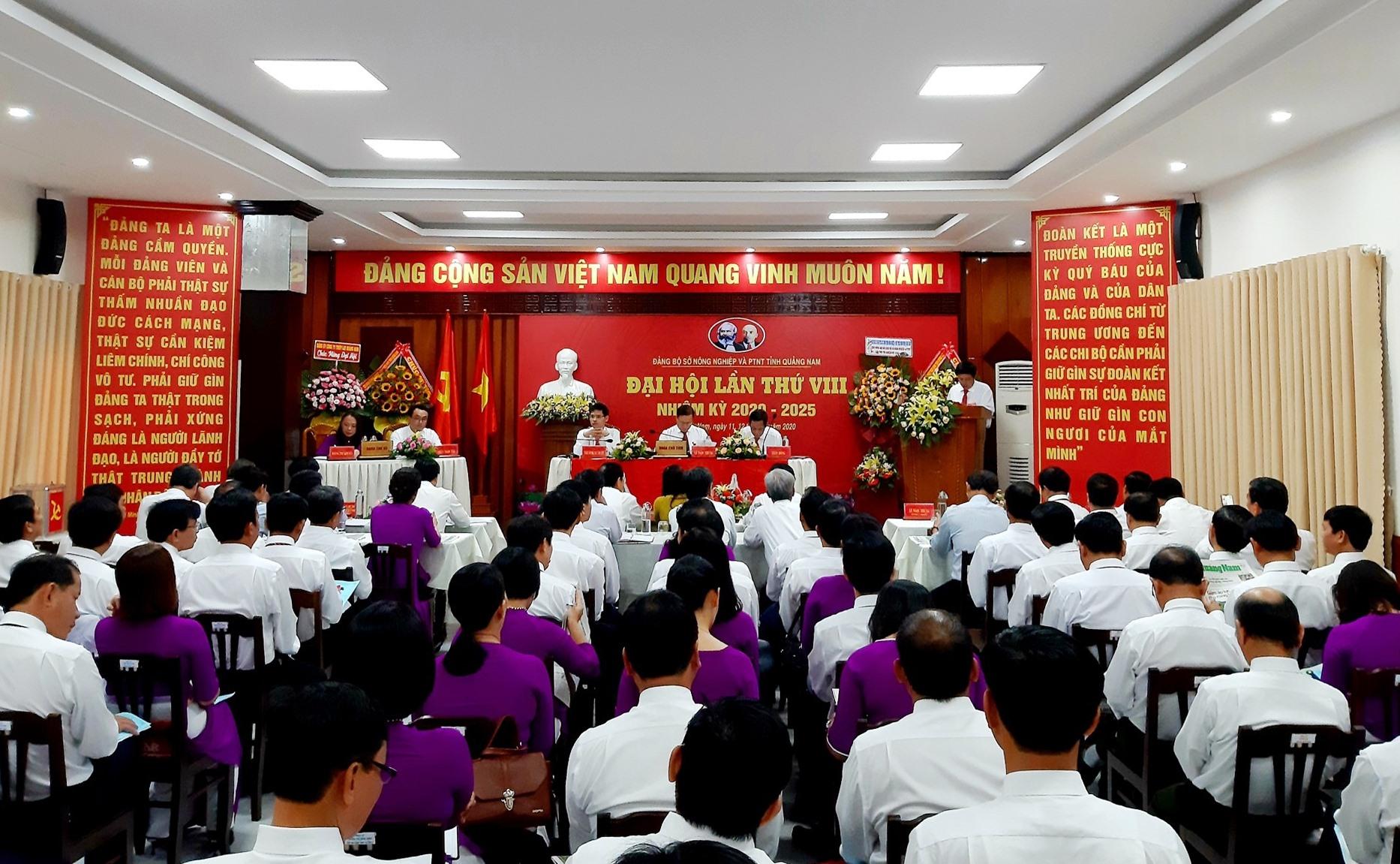 Quang cảnh phiên chính thức Đại hội Đại biểu Đảng bộ Sở NN&PTNT lần thứ VIII diễn ra sáng nay 12.6. Ảnh: VĂN SỰ