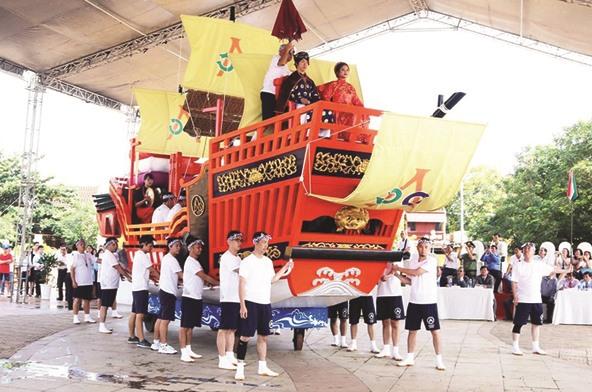 Du khách Nhật tái hiện Châu Ấn thuyền trong một Lễ hội giao lưu Việt - Nhật tại Hội An.Ảnh: TL Hội An
