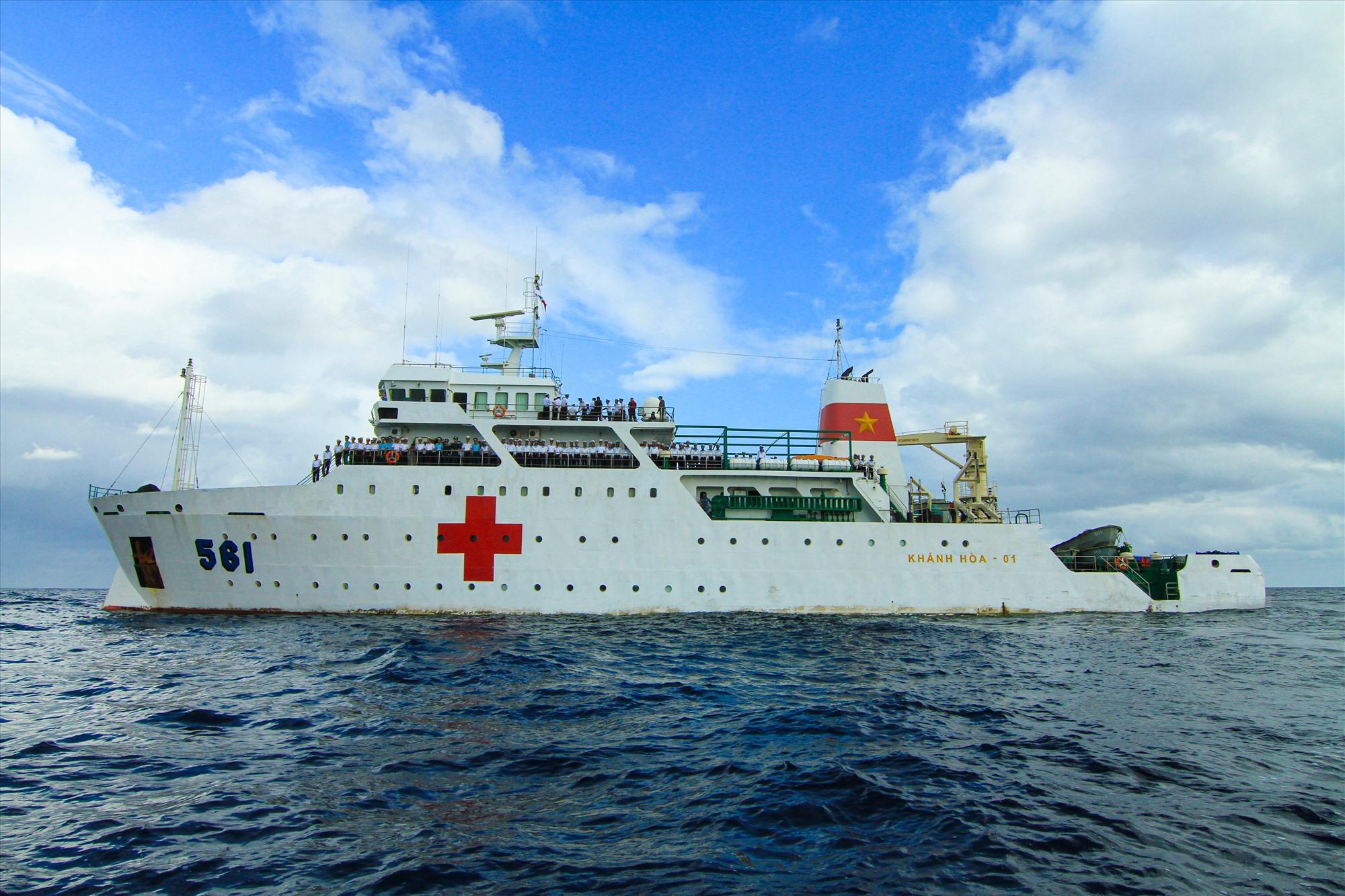 Tàu 561 - Bệnh viện trên biển. Ảnh: T.C