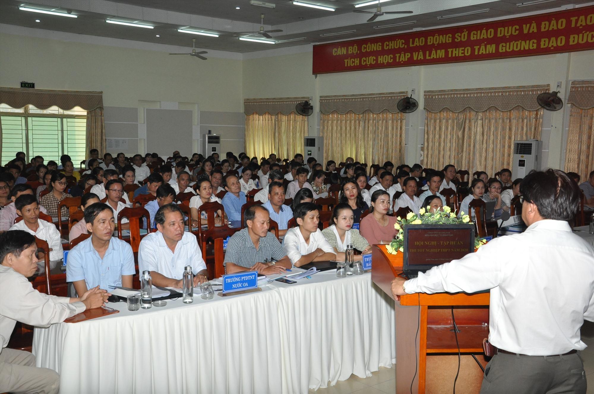 Ông Hà Thanh Quốc - Giám đốc  Sở GD-ĐT đã quán triệt mục đích, ý nghĩa của kỳ thi tốt nghiệp THPT năm 2020. Ảnh: X.P