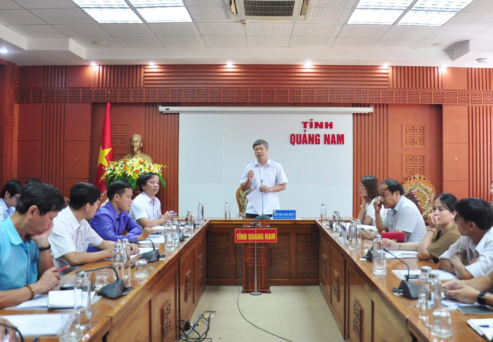 Phó Chủ tịch UBND tỉnh Hồ Quang Bửu chủ trì cuộc họp về nội dung khởi nghiệp của tỉnh. Ảnh: VINH ANH