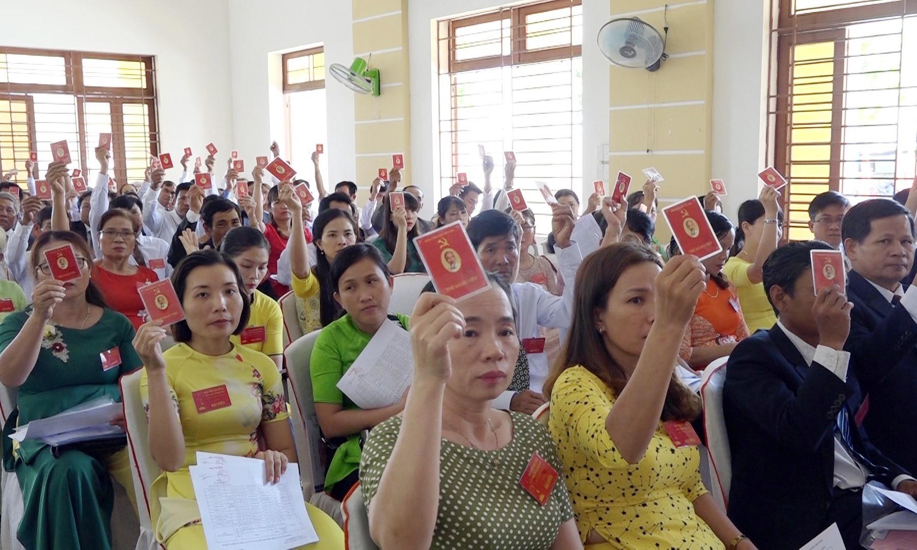 Quang cảnh Đại hội đại biểu Đảng bộ xã Bình Quý lần thứ XII. Ảnh: TÂN HẢI