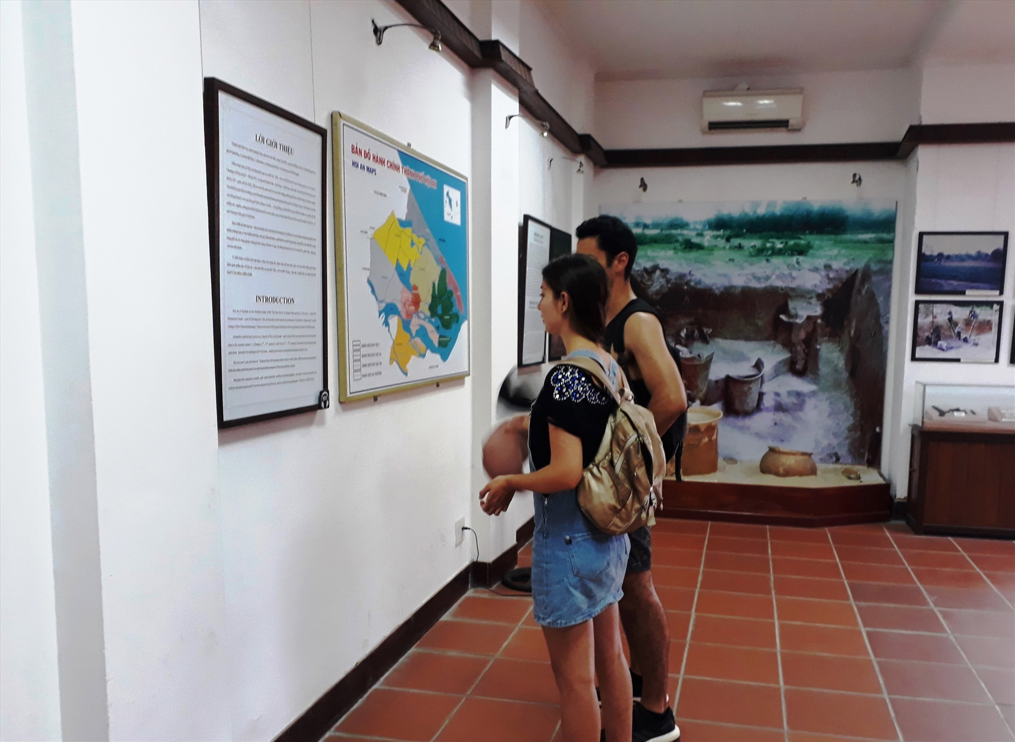 Visitors to Hoi An Museum of History and Culture