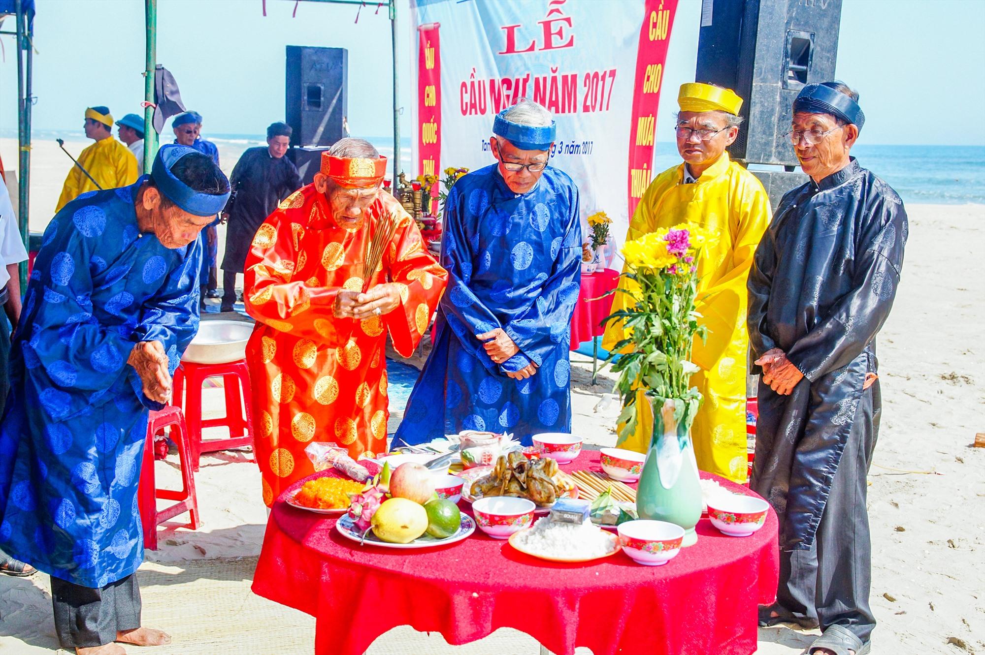 Lễ cầu ngư của ngư dân làng biển Tam Thanh (Tam Kỳ).Ảnh: PHƯƠNG THẢO