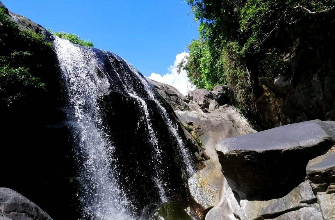 Để đảm bảo an toàn cho du khách, cơ quan chức năng cần có những biện pháp răn đe, nhất là tại các điểm thác nước cao, nguy hiểm. Ảnh: H.L
