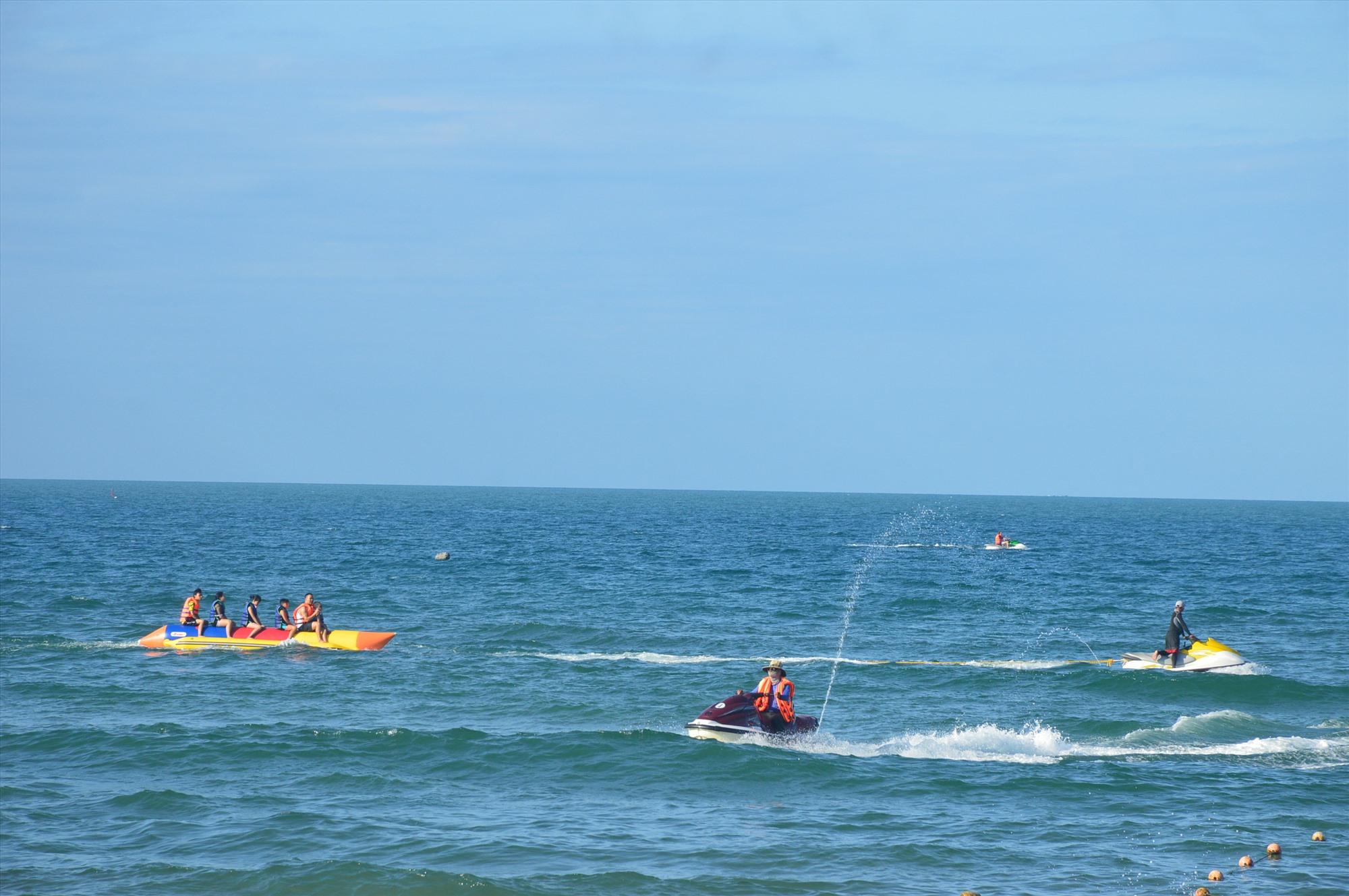 Cần tạo dựng, cải tiến thêm các sản phẩm du lịch biển để thu hút khách nội địa. Ảnh: Q.T