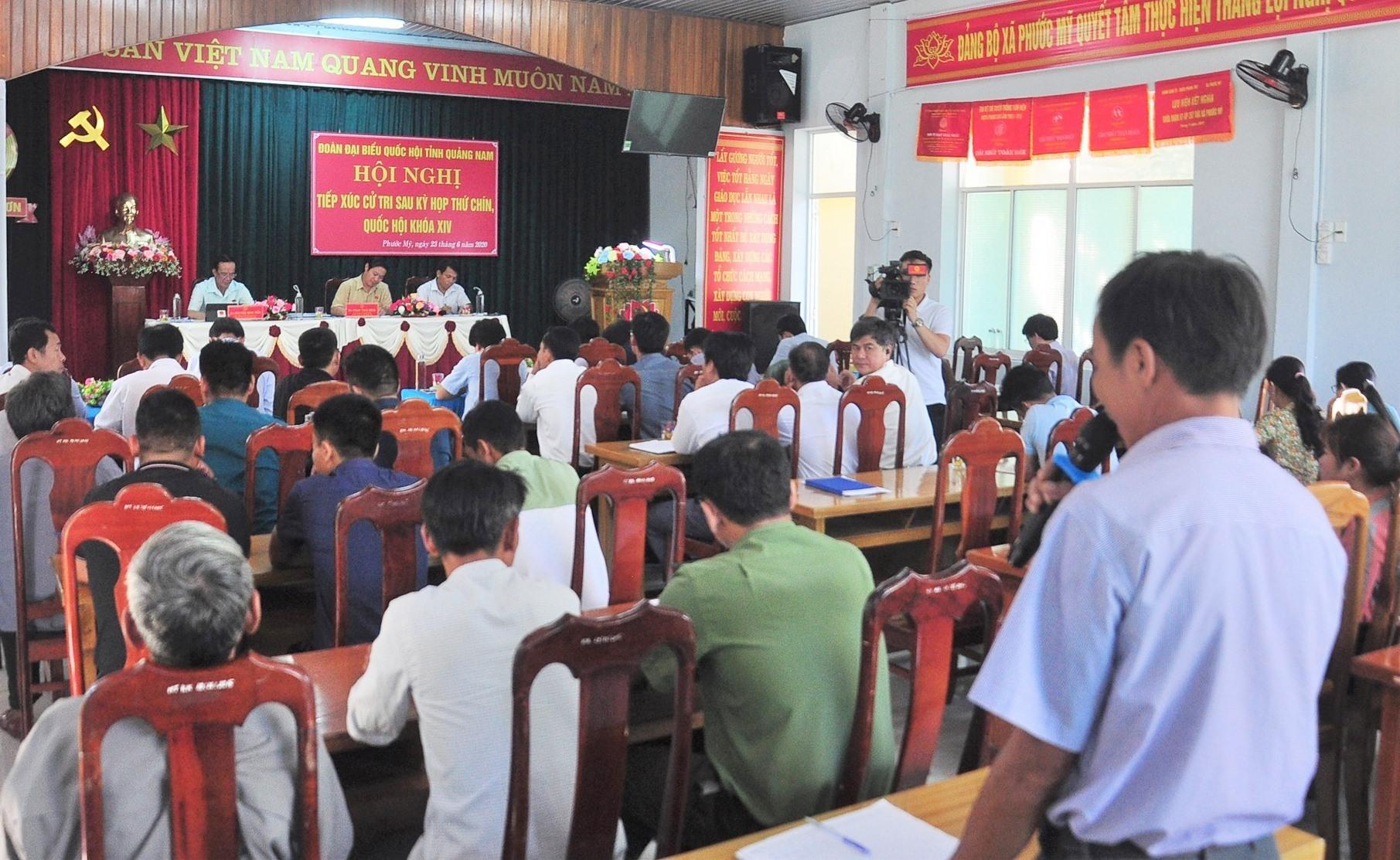 Cử tri các xã Phước Mỹ, Phước Năng, Phước Đức (Phước Sơn) tham dự buổi tiếp xúc cử tri của Đoàn ĐBQH tỉnh. Ảnh: VINH ANH