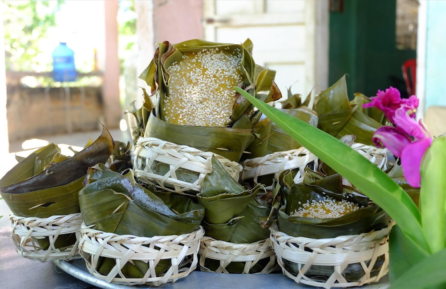 Bánh Tổ là một hương vị rất đặc trưng trong ngày lễ tết của người Việt. Ảnh: M.L