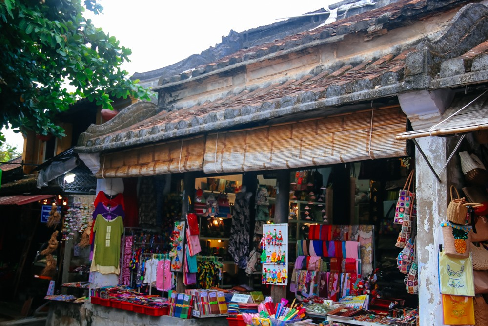 Phuong Nam bookstore, an ancient house where books and souvenirs are sold makes visitors amazed.