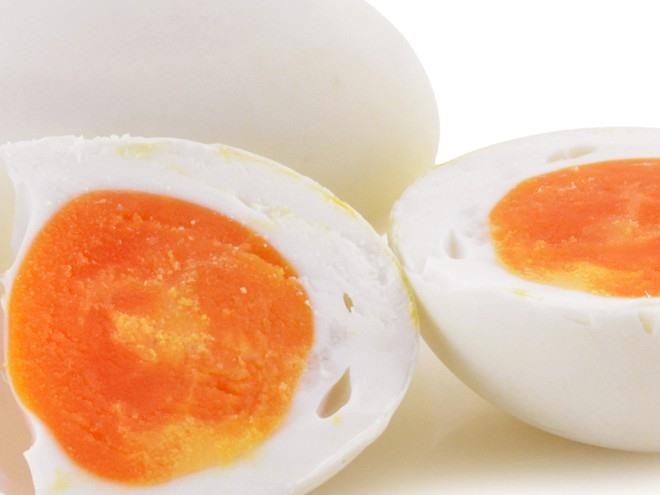 Cả 2 loại trứng đều là những thực phẩm hoàn hảo vì cực kỳ bổ dưỡng, mang lại nhiều lợi ích sức khỏe.ẢNH MINH HỌA: SHUTTERSTOCK