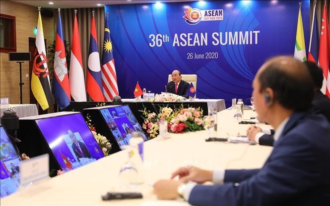 Thủ tướng Nguyễn Xuân Phúc, Chủ tịch ASEAN 2020 phát biểu khai mạc Phiên toàn thể Hội nghị Cấp cao ASEAN lần thứ 36. Ảnh: TTXVN