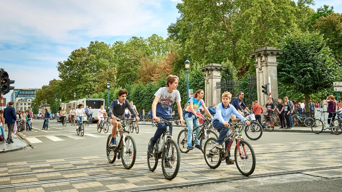 Các quốc gia châu Âu kêu gọi người dân sử dụng xe đạp để tránh các phương tiện đông người, ngăn chặn dịch bệnh cũng như góp phần bảo vệ môi trường xanh. Ảnh: IMBA-EUROPE