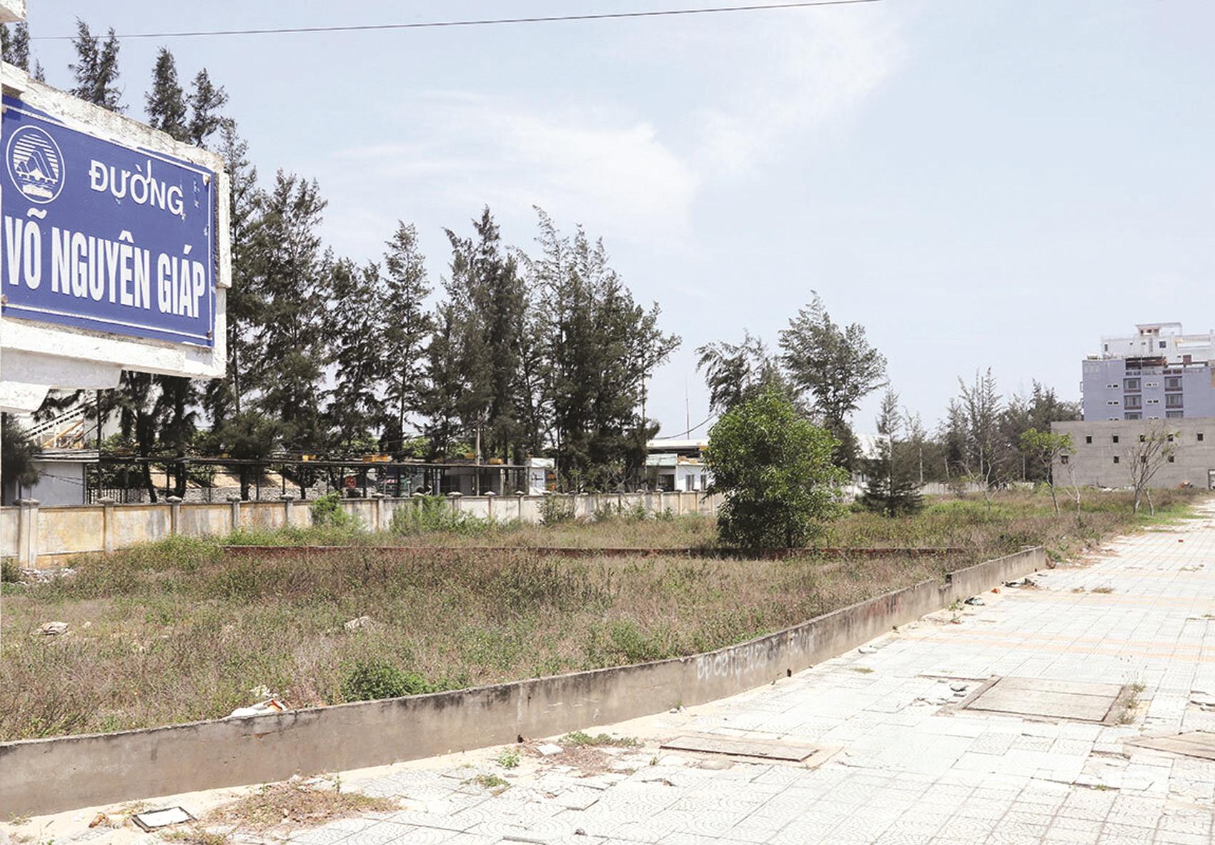 Khu vực đất ven biển đang được Đà Nẵng rà soát sau thông tin có cá nhân là người Trung Quốc núp bóng sở hữu hàng trăm lô đất. Ảnh: NGUYỄN VĂN