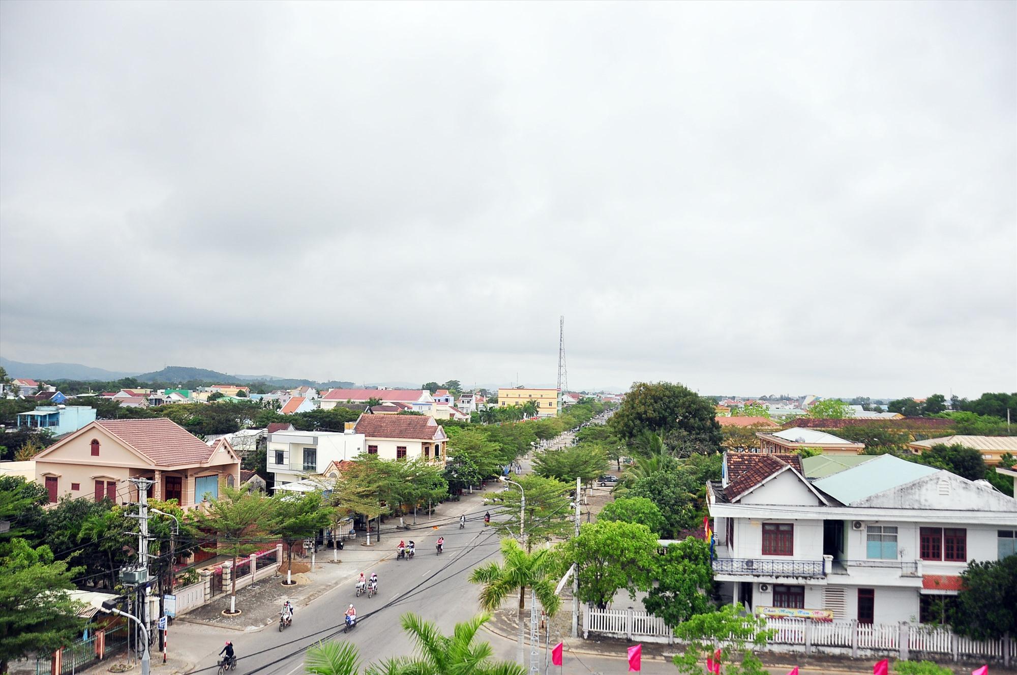 Một góc thị trấn Núi Thành. Ảnh: C.Đ