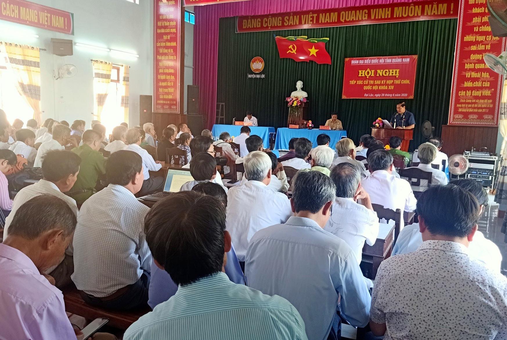 Đông đảo cử tri các xã vùng A của huyện Đại Lộc có mặt tại buổi tiếp xúc cử tri. Ảnh: HOÀNG LIÊN