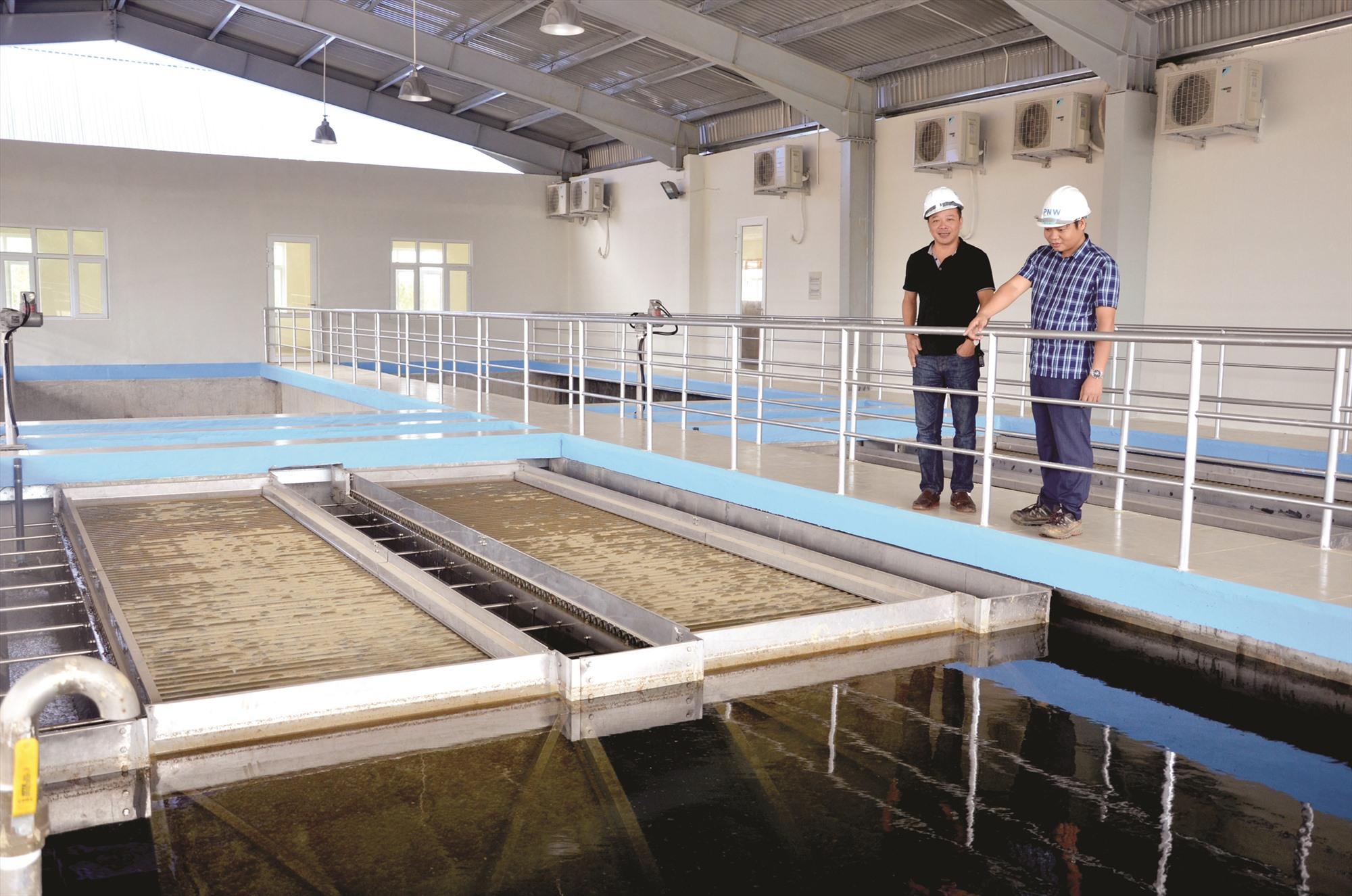 Hệ thống xử lý nước sạch ở nhà máy nước Phú Ninh. Ảnh: H.P