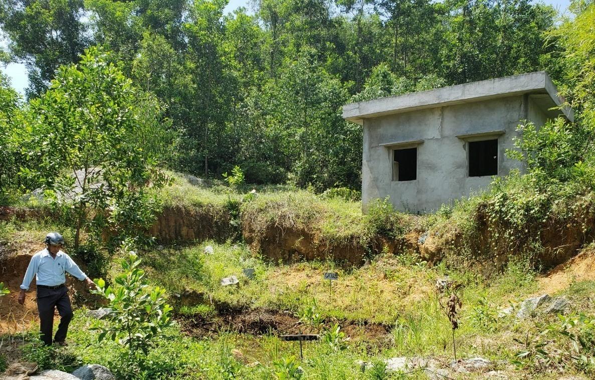 Công trình trạm bơm Long Sơn xây dựng 3 năm chưa hoàn thành. Ảnh: THANH THẮNG