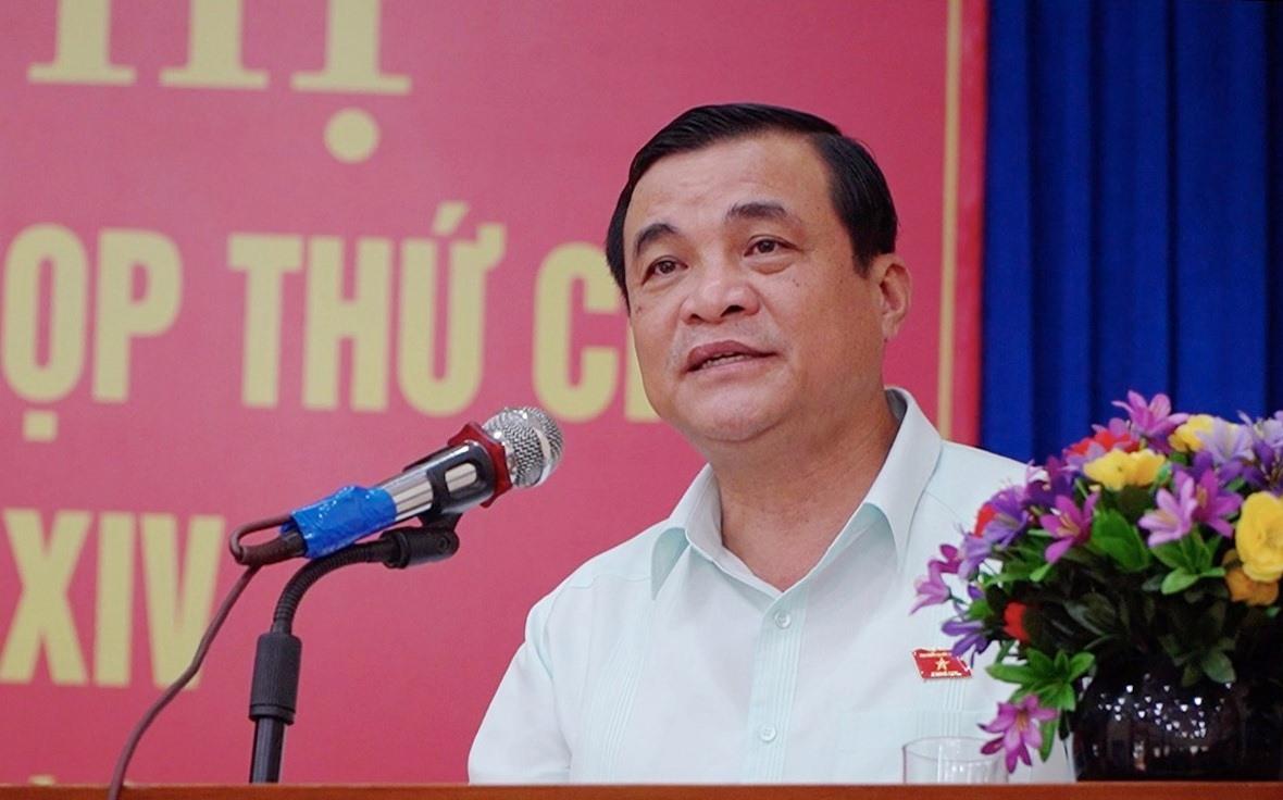 Bí thư Tỉnh ủy Phan Việt Cường - Trưởng đoàn ĐBQH tỉnh trả lời ý kiến cử tri. Ảnh: PHAN VINH