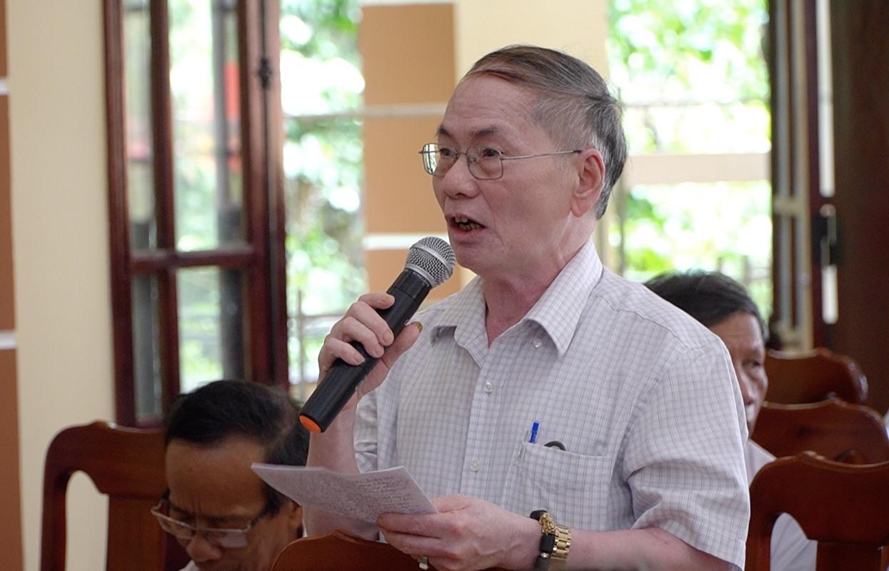 Cử tri huyện Quế Sơn phản ánh thắc mắc về giá điện tăng đột biến trong thời gian vừa qua. Ảnh: PHAN VINH