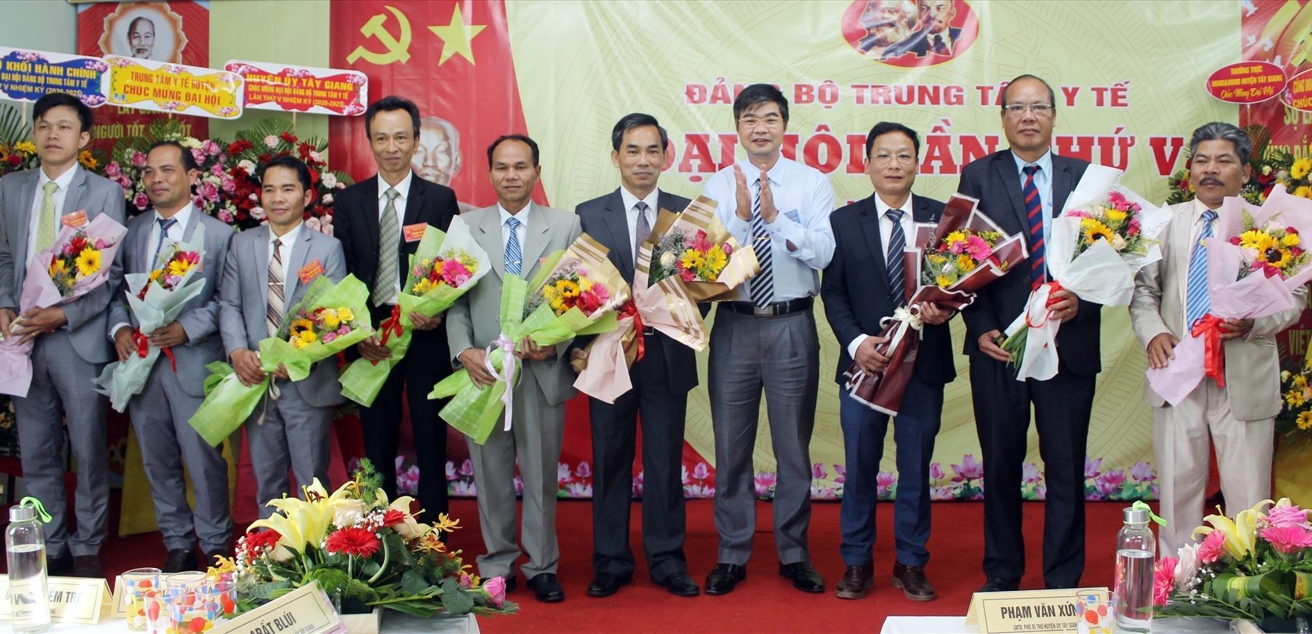 Ban Chấp hành Đảng bộ Trung tâm Y tế huyện Tây Giang khóa V