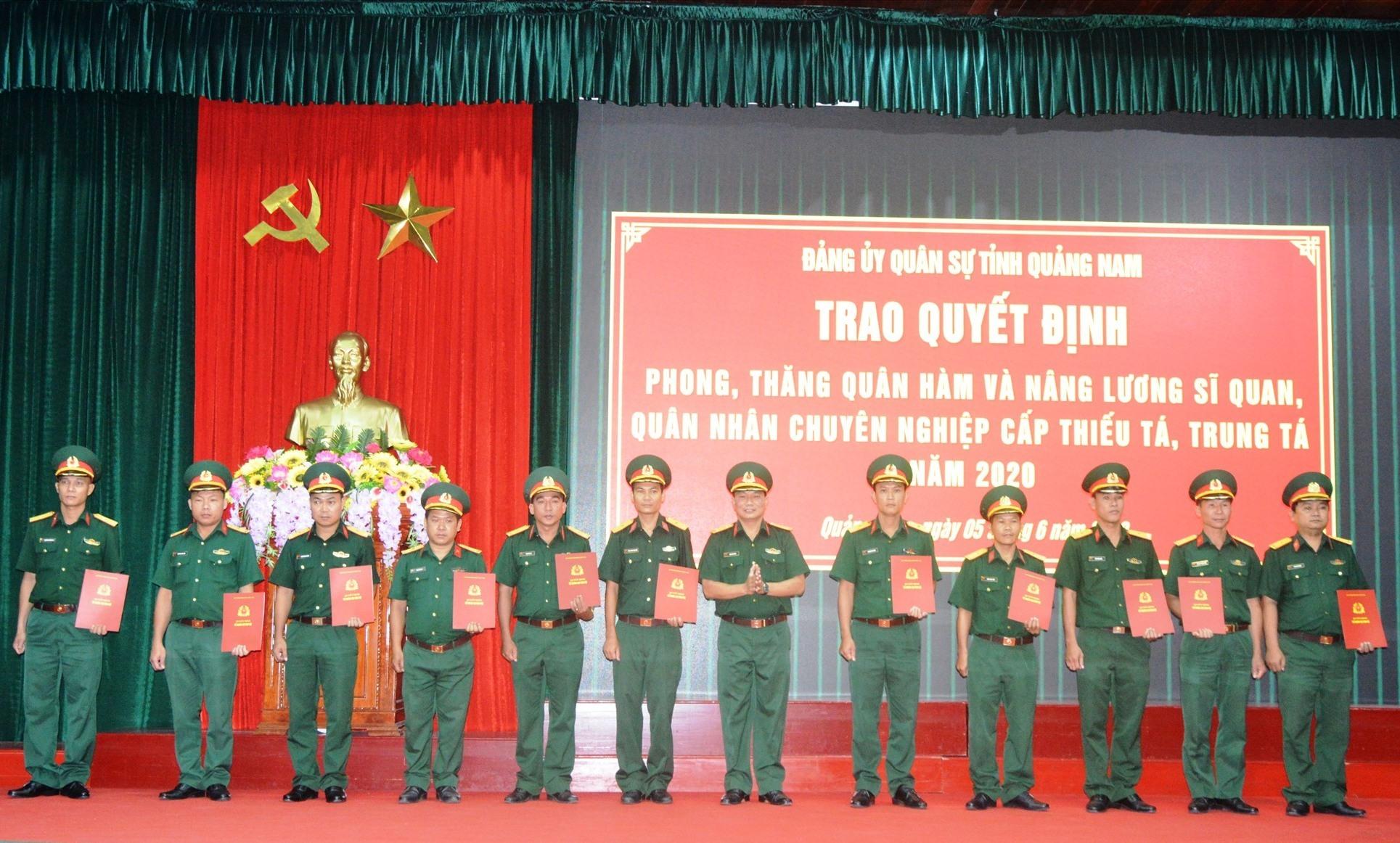 đợt này có 78 cán bộ thuộc các cơ quan, đơn vị lực lượng vũ trang tỉnh được phong, thăng quân hàm và nâng lương.
