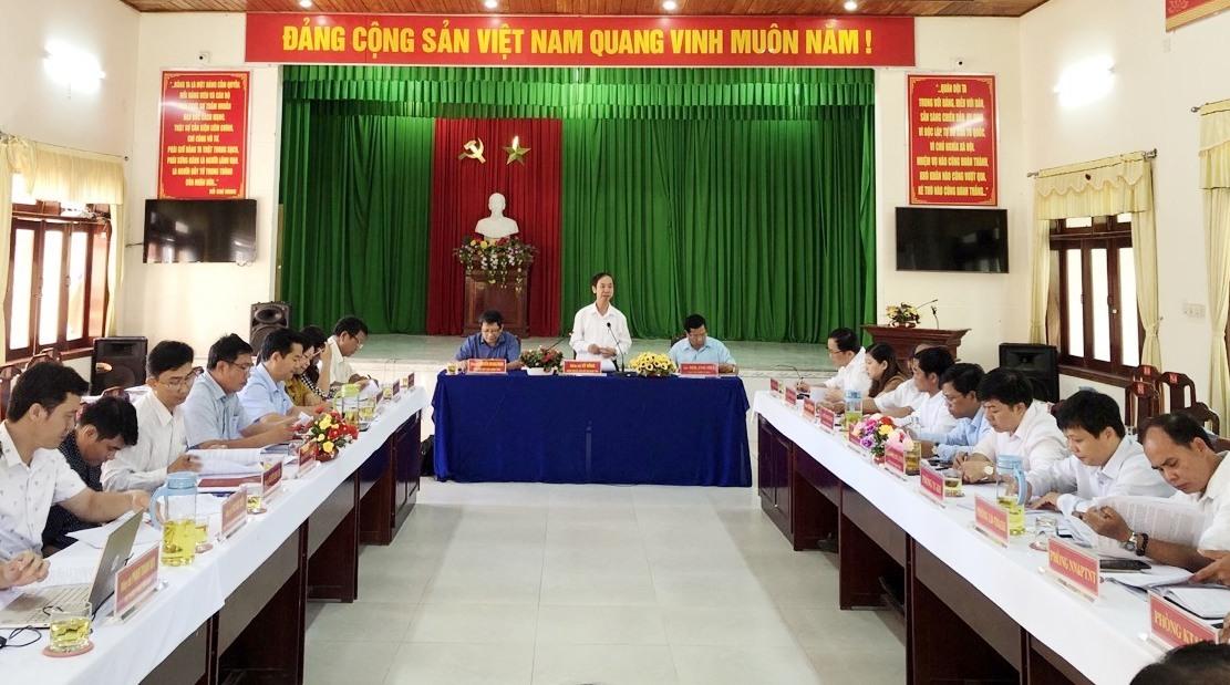 Thường trực HĐND tỉnh do các Phó Chủ tịch HĐND tỉnh Võ Hồng và Nguyễn Hoàng Minh làm trưởng đoàn vừa có chuyến làm việc với UBND huyện Tây Giang