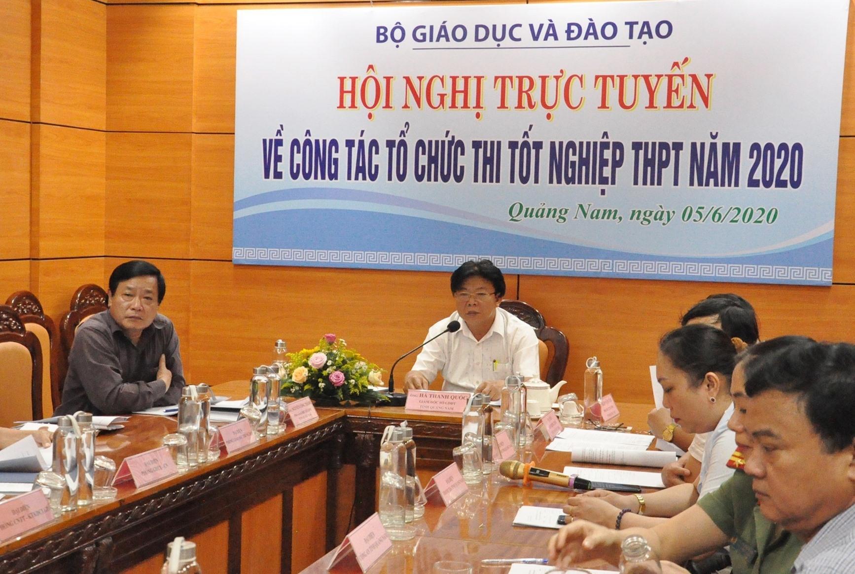 ở GD-ĐT Quảng Nam tham gia họp trực tuyến với Bộ GD-ĐT về công tác tổ chức thi tốt nghiệp THPT 2020. Ảnh: X.P