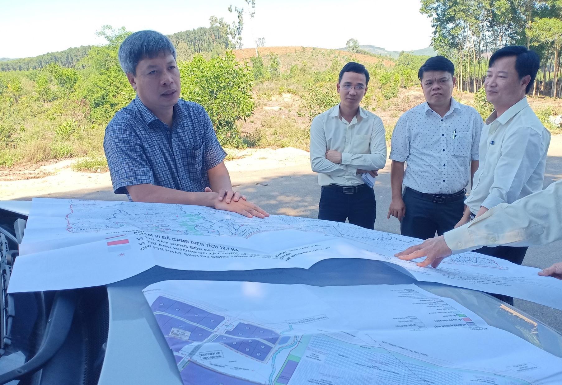 Lãnh đạo tỉnh kiểm tra hiện trường các dự án qua bản đồ